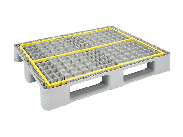 REINFORCED HYGIENIC INDUSTRIAL PALLET WITH 3 RUNNERS