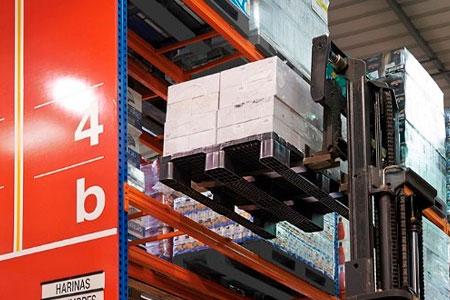 Palets y cajas de plástico aplicados al sector de materias primas