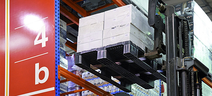 Palettes sur rack : système de stockage pour augmenter la rentabilité de votre entreprise