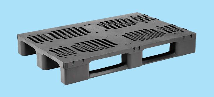 El palet de plástico en el sector automotriz, clave en la protección de componentes para esta industria